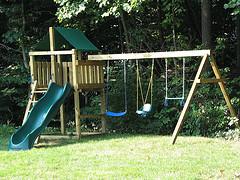 backyard-playset-swing.jpg