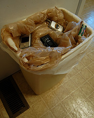 cell-phone-trash-can.jpg