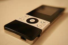 mp3-player-black-white.jpg